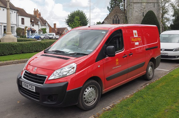 46384871 - tanworth in arden, uk - september 25, 2015: red royal mail van