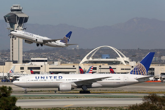 58498674 - los angeles, usa - february 22, 2016: united airlines airplanes at los angeles international airport (lax) in the usa. united airlines is an american airline headquartered in chicago.