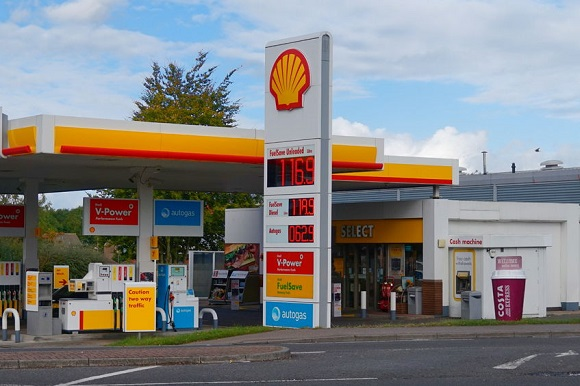 65903706 - basingstoke, hampshire, uk - october 17 2016: shell petrol filling station